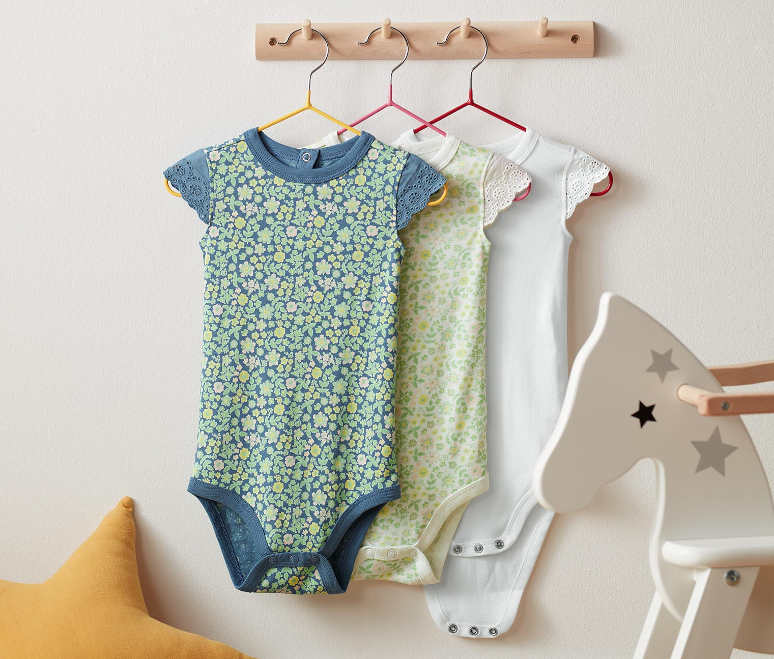 Image of 3 Baby-Bodys