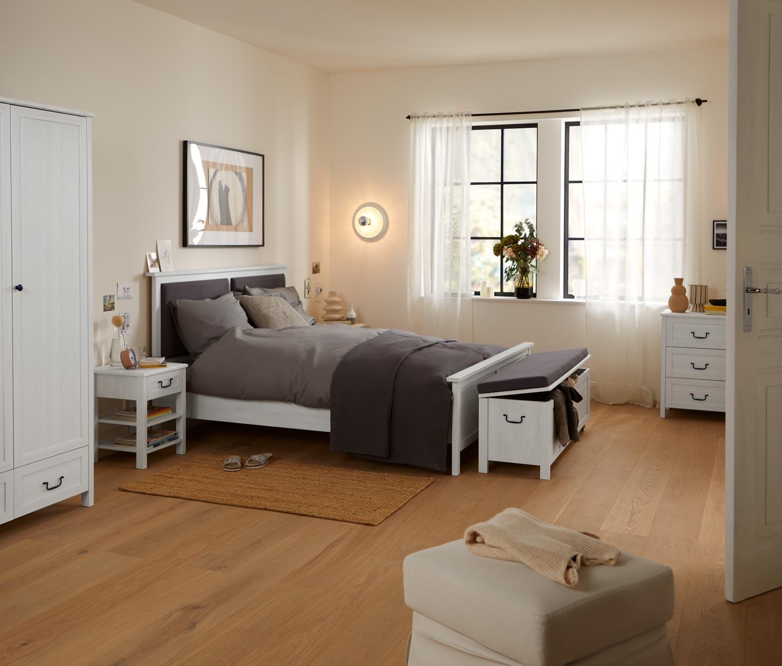 Image of Bett mit gepolstertem Kopfteil, ca. 160 x 200 cm